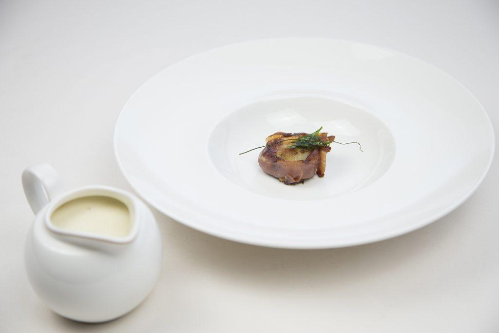 Crema de espárrago de Navarra con vieira al jamón - Gran Hotel Los Abetos