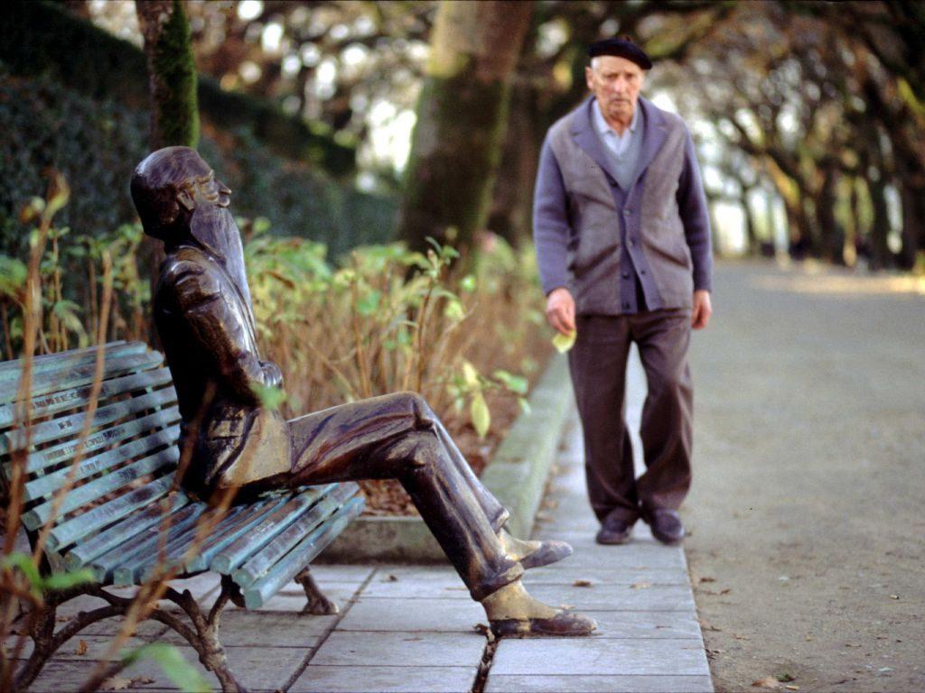 5 imágenes únicas de Santiago de Compostela - Escultura Valle-Inclán